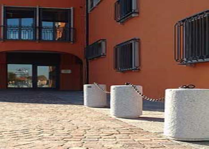 Arredo urbano nuova ferramenta emiliana for Arredo urbano dissuasori